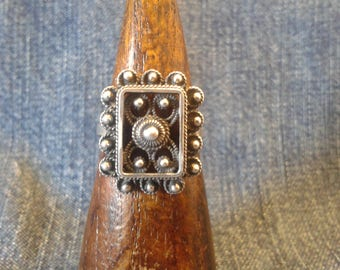 Lovely Silver Ring with Filigree Detail