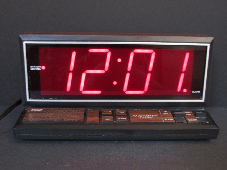 micronta large digital woodgrain alarm clock rare radio. Black Bedroom Furniture Sets. Home Design Ideas