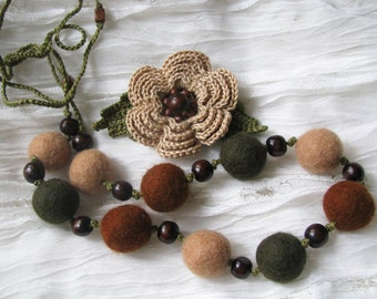 Felt wool necklace with crochet flower brooch Crochet jewelry Beige brown green necklace Boho jewelry Hippie necklace Bohemian style