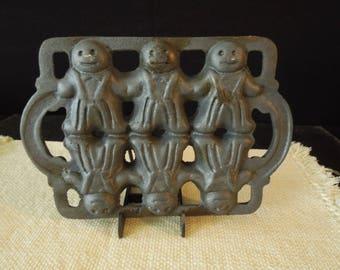 Vintage Cast Iron Mold - Decorative Gingerbread Man Baking pan - Kitchen Decor Cottage Chic Farmhouse - Gift for Baker