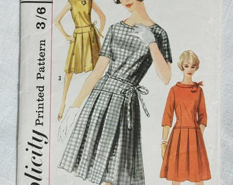 Vintage dress pattern, Simplicity 4034, size 36 inch bust, 1960s
