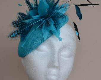 Turquoise blue fascinator. Turquoise blue wedding hat. Turquoise blue percher hat. Blue and black Ladies day hat. Ascot hat. Derby hat.