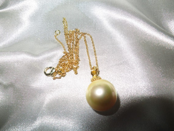 Lovely 14mm golden round seashell pearl pendant 18ct gold plated bale and chain