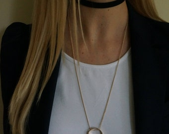 Multilayered choker and chain necklace
