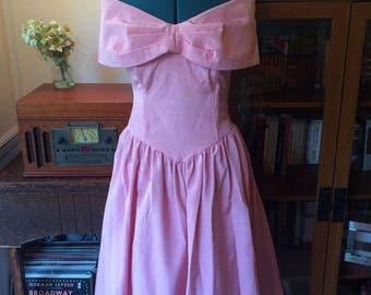 Size M - Vintage 1960s Pink off the Shoulders Prom Dress