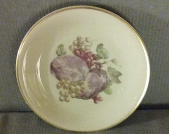 """From Bavaria: 1940's Schwarzenhammer 7 3/4"""" """"Grapes"""" Salad Plate, Excellent Condition"""