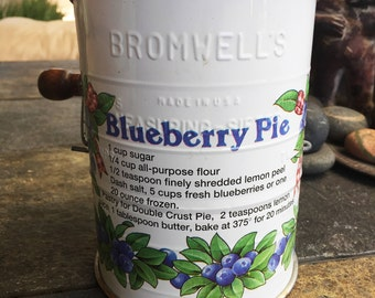 Vintage Jacob BROMWELLS Country Kitchen 3 Cup Measuring Flour Sifter Made in USA Blueberry Pie Recipe