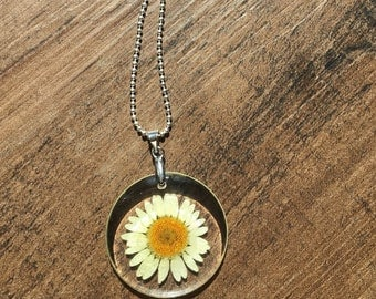 Lucite Daisy Flower Necklace