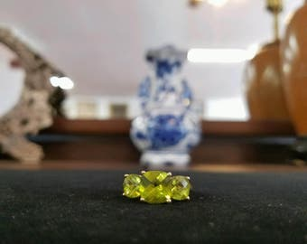 Vintage 14K Gold Peridot Ring with Chip Diamond