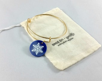 Snowflake Charm Bangle//Acrylic Charm Bangle//Adjustable Wire Bangle//Stackable Bangle//Preppy Gift//Stocking Stuffer//Winter Jewelry