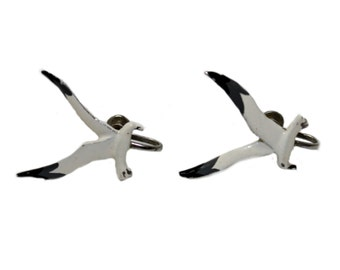 novelty seagull earrings • vintage clip on earrings • 1970s metal screw on earrings • white flying bird jewelry • beach ocean resort jewelry