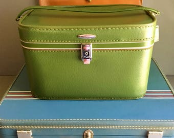 Vintage Sears Featherlite Green Train Case - Excellent Condtition with Orginal Mirror and Pouch - Vintage Mid Century Travel / Luggage