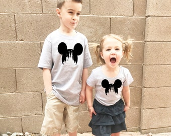 Matching Disney Shirts Mickey Mouse with Castle for Boys and Girl's Adorable Kids T Shirt in Gray for Disneyland or Disney World Trip