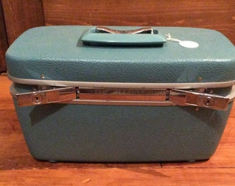 Royal Traveller suitcase cosmetic case