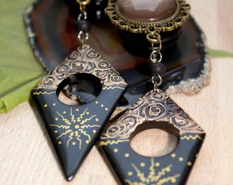 Plugs in antique bronze with a visually broken brown glass and ornate wooden pendants (12-16 mm)