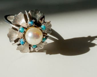 Vintage 1960s pearl turquoise silver flower ring.
