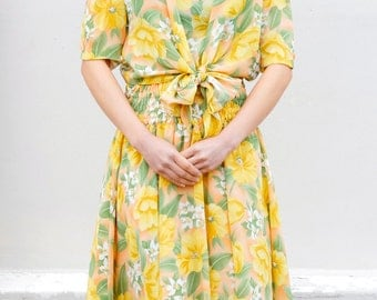 Tie-waist yellow floral dress / Japanese vintage / Spring dress / Summer dress / Midi dress / Shirred dress / Size XS - small