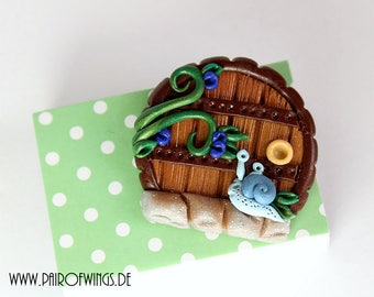 Brooch of Antecker fairy door fairy door mythical creature fantasy snail Garden Jewelry hand modelled out of Fimo Premo Polymer Clay blue Brown Green