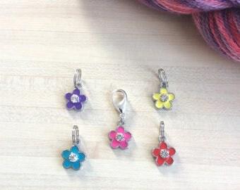 Lot de 5 marqueurs : 4 anneaux marqueurs et 1 marqueur amovible pour votre tricot ou crochet - Lot de jolies fleurs