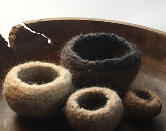 ON SALE Mini natural tones nesting bowls - Set of 4 - ring holder / desk organiser / natural home decor