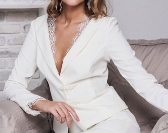 White women's suit with lace (jacket and skirt) Белый женский костюм с кружевом