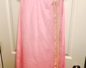Vintage Pink Nylon and Lace Nightie From The Fifties/Sixties - 1950's - 1960's - Size Medium