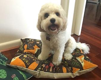 Brown Fox Trot – Medium Dog Cushion Bed