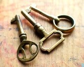 Brass Beauties - Antique Brass Key Set // New Year Sale - 15% OFF - Coupon Code SAVE15