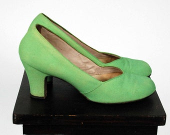 Vintage 1940s Shoes - Spring 2017 Lookbook - The Daquiri Shoes - Spring Green Fabric Baby Doll Pumps Rare Size 9 B