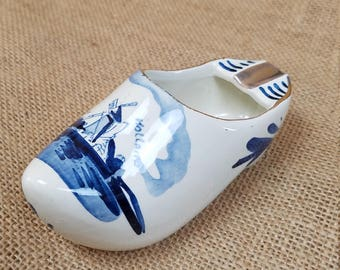 Vintage Delft ashtray ceramic Dutch Holland shoe hand painted windmill