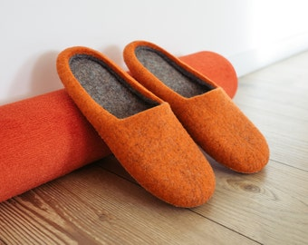 "Tasty Carrots"" wool felted slippers for the comfort lovers"