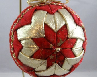 Quilted Chrismas Ornament - Red and Gold 107