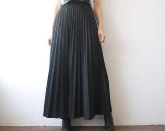 70s 80s pleated maxi skirt. long black skirt - xs, small