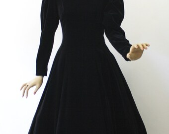 Vintage 80s Laura Ashley Black Velveteen Dress w Sheer Lace Corset Tie Back Full Skirt Size 10-12 Bust 34