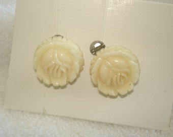Crean Color Carved  Flower Earrings
