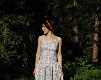 Size Small... Vintage 1980s Cotton Sun Dress With Rose Print... Perfect Summer Dress