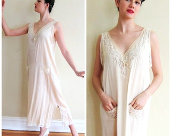 Vintage 1920s Silk and Lace Nightgown by Stewart & Co., / 20s Art Deco Negligee in Ivory / Large