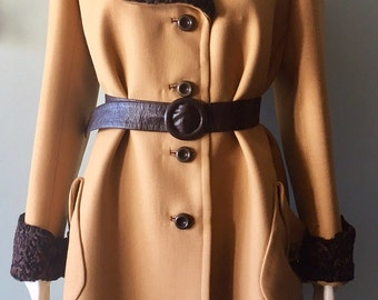 Classic Vintage 1930/40s Brown Wool Coat with  Fur collar