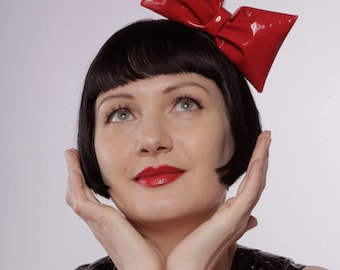 Red pvc gloss bow, padded 3D, on black hairband