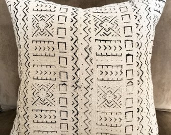 African Mudcloth Pillow, White and Black Mudcloth, Authentic Mudcloth Pillow, African Decor, Mudcloth from Mali, Bohemian Pillow