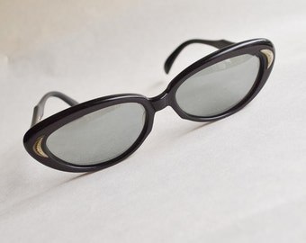 1950s 60s Polaroid sunglasses / 1960s dark red black frames