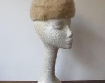 Sweet Vintage '50s/'60s Blonde Fox Fur Pillbox Hat