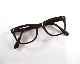 vintage brown eyeglass frames. plastic 1960s horn rimmed glasses. No lenses. ABECO.