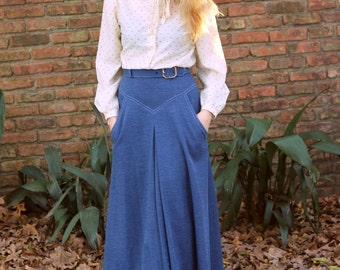 1970s denim design polyester maxi skirt with detachable belt by Toni Todd. Size xs