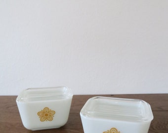 Vintage Pyrex White Butterfly Gold Flower 501-B 12 oz. Small Refrigerator Dish with Lid Set of 2