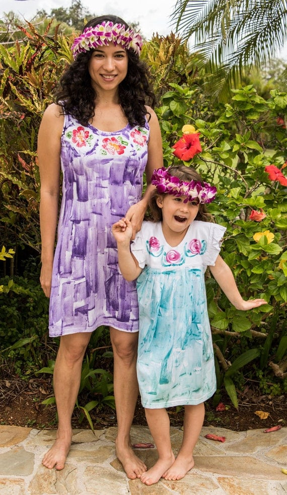 Style This mom and daughter have the cutest twinning moments in matching outfits (photos).