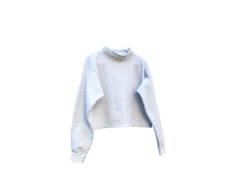 Cropped Sweatshirt / Mock Neck / 1990s / Light Grey / Boxy / One Size / Rare / Perfect Fit / Layer