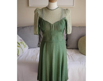 Vintage 1930s 1940s green lace button up dress