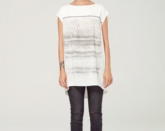 VOIE LACTÉE - oversize fluid top, t-shirt, tee-shirt for women - white with deconstruted silkscreen look edgy and grunge
