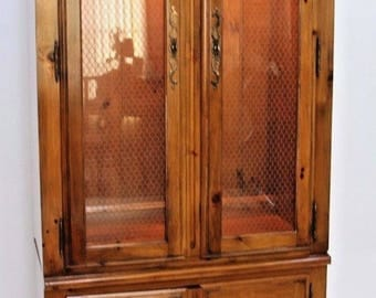 Rare Vintage Ethan Allen French Country Antiqued Pine Dining Room China Cabinet  Insured Safe Nationwide shipping available